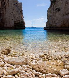 Stiniva beach, Vis island, Croatia. Photo: Michael Ursićh
