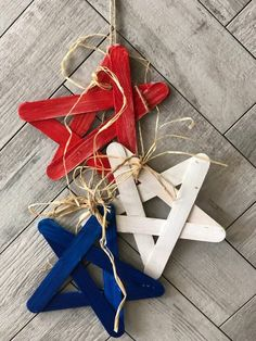 Red White & Blue Star Banner simple DIY project and of course budget friendly to decorate your house or backyard! Fourth Of July Decor, 4th Of July Decorations, July 4th, Christmas Decorations, Star Banner, Diy Banner, Patriotic Crafts, July Crafts, Americana Crafts