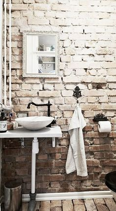Rustic Brick Bathroom Design Ideas - Craft and Home Ideas Rustic Bathrooms, Chic Bathrooms, Modern Bathroom, Minimalist Bathroom, Brick Bathroom, Bathroom Wall, Cozy Bathroom, Bathroom Sinks, Bathroom Ideas