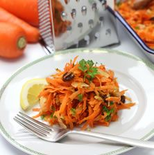 Δροσερή διαφορετική λόγο της πλούσιας γεύση από τον καραμελωμένο πουρέ καρότου που μπαίνει στο ντρέσινγκ