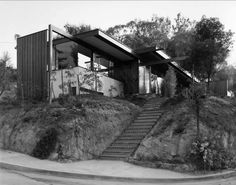 2440 Neutra Place Los Angeles, CA 90039 by father and son team Richard and Dion Neutra. (Photo: Don Higgins)  Source: kathyamcdonald.blogspot.com
