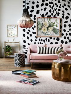 Black and White Living Room Furniture. 20 Black and White Living Room Furniture. My Living Room, Living Room Furniture, Gouts Et Couleurs, Black And White Living Room Decor, Black Decor, Estilo Kitsch, Rosa Sofa, Style Deco, Pink Sofa