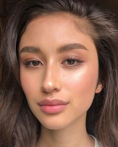 Natural Makeup Peachy clean skin with natural brows - You only need to know some tricks to achieve a perfect image in a short time. Natural Glow Makeup, Natural Brows, Glowy Makeup, Natural Makeup Looks, Beauty Makeup, Natural Brown Hair, Fresh Makeup Look, Natural Beauty, Beauty Tips