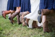 Katie and Leland are described as having a love and laughter that can ignite a room when they're together. Their family owns this gorgeous lakeside barn in New York which was the stage for their warm and heartfelt wedding ceremony. We love the rustic details such as the cowboy boots and haystack seats; very country …