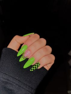 Awesome Acrylic Coffin Nails Designs im Sommer 8 - . - Awesome Acryl Sarg Nägel Designs im Sommer 8 – … – – - Edgy Nails, Aycrlic Nails, Grunge Nails, Neon Nails, Stylish Nails, Coffin Nails, Neon Green Nails, Neon Nail Art, Gold Nails