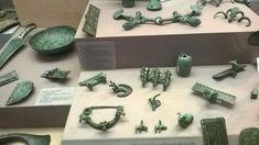 Бронзовые изделия кобани в Парижском музее.
