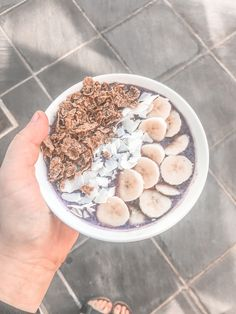 Base:  • 4 tbls berries  • 6 ice cubes  • 1/2 frozen banana  • 150ml water (or almond milk) • pea protein (optional)   Toppins:  • 1/2 banana  • 2 tbls shredded coconut  • 4 tbls granola (any of your choice) Shredded Coconut, Frozen Banana, Ice Cubes, Smoothie Bowl, Healthy Smoothies, Almond Milk, Granola, Acai Bowl, Oatmeal