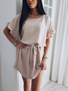 Look stunning in this elegant ruffle batwing sleeve belted dress! Made from a ultra-comfy poly blend. Free Worldwide Shipping & Money-Back Guarantee SIZE BUST LENGTH S 35 32 M 37 32 L 38 33 XL 40 33 XXL 42 34 Note: Sizes are in inches. Women's Fashion Dresses, Casual Dresses, Short Sleeve Dresses, Mini Dresses, Fashion Styles, Vintage Dresses, Short Sleeves, Summer Dresses, Khaki Dress