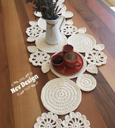 Study In Circles Crochet Motif Table Runner Pattern Crochet Mandala, Crochet Motif, Crochet Designs, Crochet Doilies, Crochet Stitches, Crochet Baby, Crochet Table Runner Pattern, Crochet Placemats, Crochet Round