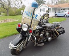 Panhead Cop – 1960 Harley-Davidson Police – in Somonauk, Illinois Triumph Motorcycles, Vintage Motorcycles, Cars And Motorcycles, Custom Motorcycles, Harley Davidson Panhead, Harley Davidson News, Sirens, Road King Classic, Cycle Ride