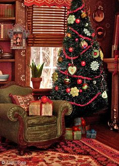 A christmas dollhouse with miniature tree by Amy Gross @ flickr