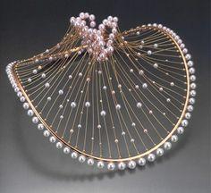 Kuwayama Jewellery, les perles qui bordent le bas sont trop grosses, mais l'idée est à exploiter