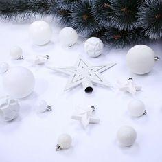 DecoKing Sada vánočních ozdob Shiny bílá, 100 ks The 100, Christmas Decorations, Stud Earrings, Stud Earring, Earring Studs, Christmas Decor, Christmas Tables, Christmas Jewelry