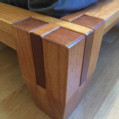 Woodworking Designs Foot Detail - The journey of building a Tatami style platform bed from one photo. Wood Projects That Sell, Woodworking Projects That Sell, Scrap Wood Projects, Woodworking Patterns, Woodworking Furniture, Diy Woodworking, Diy Furniture Plans Wood Projects, Diy Projects, Simple Projects