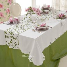cutwork embroidery pattern - G Dining Table Cloth, Dinning Table, Table Linens, Cutwork Embroidery, White Embroidery, Embroidery Patterns, Boho Home, Vintage Tablecloths, Table Arrangements