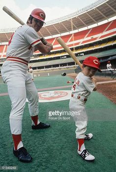 pete-rose-poses-with-his-son-petey-at-riverfront-stadium-during-the-picture-id51540249 (412×612)