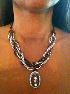 Mixed chains and leather necklace! Very good Jaqueline Barradas!