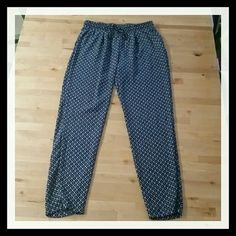 Elastic Waist Casual Pants Super comfortable elastic pants. 100 % polyester Navy and white. Pants Ankle & Cropped