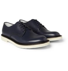 Derby shoes from Gucci in a blue that is so dark it borders on being black.