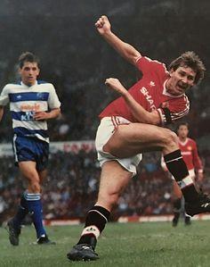 Man Utd 1 QPR 0 in Nov 1986 at Old Trafford. Bryan Robson shoots for goal Man Utd Squad, West Bromwich Albion Fc, Bryan Robson, Manchester United Legends, Sir Alex Ferguson, Retro Men, Old Trafford, Man United, Division