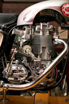"""Living art: motorized cutaway BSA Gold Star to b.- Living art: motorized cutaway BSA Gold Star to break auction records Built by BSA for the 1956 Earls Court Motorcycle Show in London, the """"living art""""exhibit began… - British Motorcycles, Triumph Motorcycles, Vintage Motorcycles, Cars And Motorcycles, Motos Vintage, Vintage Bikes, Vintage Cars, Motorbike Parts, Enfield Motorcycle"""