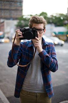 Man with large camera Mens Fashion Blog, Daily Fashion, Men's Fashion, Cool Style, My Style, Raining Men, Book Characters, Perfect Man, Fashion Pictures