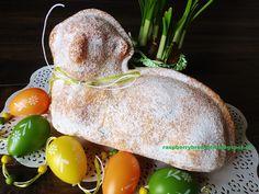 Baranček z tohto cesta je k rásne nadýchany, mäkkulinky, veľmi vláčny, jemnulinky, rozplývajúci sa na jazyku a zároveň krásne pev... Easter Lamb, Easter Recipes, Serving Bowls, Pear, Sweet Tooth, Good Food, Food And Drink, Eggs, Fruit