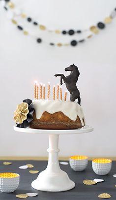 horses children& birthday party - beautifully made cake decorating recipes kuchen kindergeburtstag cakes ideas Make Birthday Cake, Horse Birthday Parties, Cowboy Birthday, Birthday Cupcakes, Cake Disney, Horse Cake, Horse Party, Maila, Pony Party