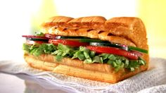 Discover the delicious SUBWAY® oven roasted chicken sandwich. Top a piece of oven roasted chicken with all of your favorite vegetables and a tasty sauce to build a sandwich you will love! Subway Sandwich, Sandwich Menu, Healthy Fast Food Lunch, Healthy Eating, Healthy Recipes, Easy Recipes, Delicious Recipes, Chicken, Eating Clean