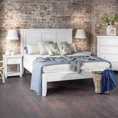 ***Guest room***   Balmoral Queen Bed - Products - 1825 interiors