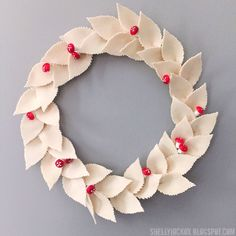 Stamptramp: Simple Felt Leaf Wreath made with Eileen Hull's Twist and Style tool and her Spring Leaves die from Sizzix. Christmas Time, Christmas Crafts, Christmas Decorations, Tiny Flowers, Large Flowers, Tim Holtz Dies, Felt Leaves, Spring Projects, Paper Crafts