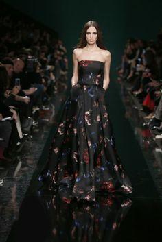 ELIE SAAB Ready-to-Wear Fall Winter 2014-2015 l Vestido largo de Elie Saab de la colección 2014.