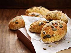 Juuressämpylät - Reseptit Savory Tart, Vegan Snacks, Crackers, Muffin, Pie, Bread, Cookies, Breakfast, Desserts