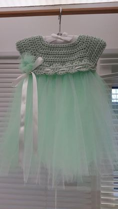 Crochet and tulle baby dress.  Pattern inspired from: http://www.theviewfrommyhook.net/2014/07/free-pattern-friday-kassia-empire-waist.html?spref=pi