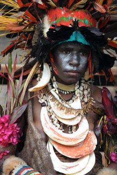 Papua New Guinea | A female participant at the Goroka Festival, 2006 | © Jeanne @ Collage of Life