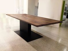 www.palatti.eu Dining Table Legs, Modern Dining Table, Table And Chairs, Timber Table, Wood Table, Office Table Design, Esstisch Design, Industrial Design Furniture, Restaurant Tables