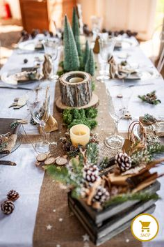 Decorative tips and ideas for a natural and cocooning Christ.- Decorative tips and ideas for a natural and cocooning Christmas table Party id… Decorative tips and ideas for a natural and cocooning Christmas table Party ideas - White Christmas, Nordic Christmas, Natural Christmas, Christmas Mood, Christmas Table Settings, Christmas Tablescapes, Christmas Decorations, Deco Noel Nature, Pumpkin Table Decorations