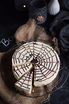 Fall Halloween, Halloween Party, Halloween Backen, Baking, Food, Muffins, Cakes, Vanilla, Spider Webs