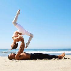 Alo Yoga Goddess Leg