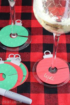 Wine Gift Bags & Charms DIY Ornament Wine Charms - so perfect for Christmas and holiday parties!DIY Ornament Wine Charms - so perfect for Christmas and holiday parties! Ideas Decoracion Navidad, Navidad Diy, Noel Christmas, Winter Christmas, Christmas Crafts, Christmas Party Decorations Diy, Staff Christmas Party Ideas, Christmas Ornament, Christmas Place Cards