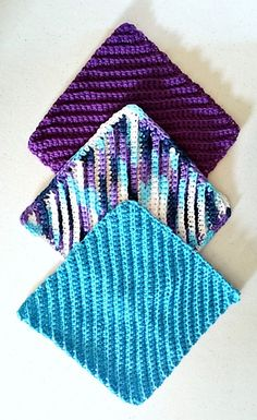 These are GREAT when there are distractions. They are simple, but have a ribbed textured that gives a nice look. You also can use any hook from H – J which is nice in case you are short on hook choice (all I had in my car was an I hook! Crochet Kitchen, Crochet Home, Knit Or Crochet, Crochet Gifts, Simple Crochet, Ravelry Crochet, Cotton Crochet, Crochet Braids, Knooking