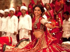 Deepika and Ranveer dance to tune of Garba in Ram-Leela | Celebrity Fashion