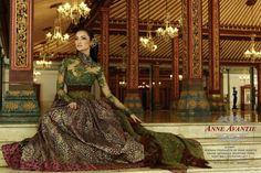 Kebaya, busana ini adalah busana khas wanita Indonesia :) @XL Axiata #PINdonesia