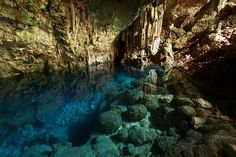 Turqoise water inside Saturno Cave in Varadero, Cuba. The water is so clear that the rocks below the water look like you can stand on them, when in fact it is well below. Cienfuegos, Varadero Kuba, Caves, Trinidad, Cuba Island, Island Life, Amazing Places On Earth, Underground World, Vinales