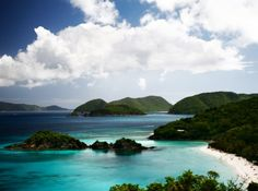 Saint John, US Virgin Islands, is the perfect place for a romantic honeymoon. Lovers of nature will also like this island because big part of the Island is protected National Parkland.