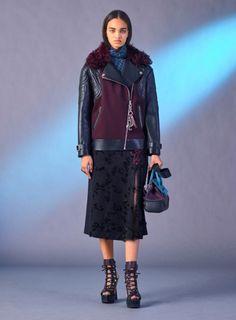 Versace Pre-Fall 2017 Collection. #fashion #prefall #versace #donatellaversace #fabfashionfix