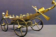 Barque provenant de la tombe de Iâh-Hotep I d'EGYPTE (ph.antikforever) Cliquez…