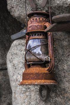 Rusty lantern Photo Outrora iluminei par Olhar_Captado on Rust Never Sleeps, Old Lanterns, Antique Lanterns, Rust In Peace, Rusted Metal, Peeling Paint, Old Doors, Oil Lamps, Belle Photo