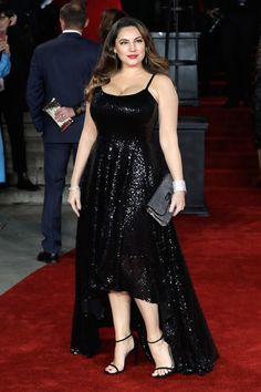 Kelly Brook Photos - Kelly Brook attends the Murder On The Orient Express World Premiere at Royal Albert Hall on November 2 2017 in London England. - Kelly Brook Photos - 19 of 11473 Hollywood Actress Name List, Hollywood Girls, Hollywood Heroines, Kelly Brook Style, Kelly Brook Hot, Chappals For Womens, Kelly Lebrock, Bollywood Actress Hot, Red Carpet Dresses