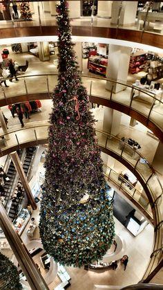 "Christmas tree in the ""Bijenkorf"" l Den Haag l The Hague l Dutch l The Netherlands"